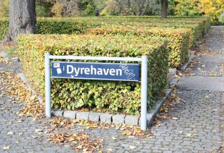 dyrehaven entrance from the train station 2