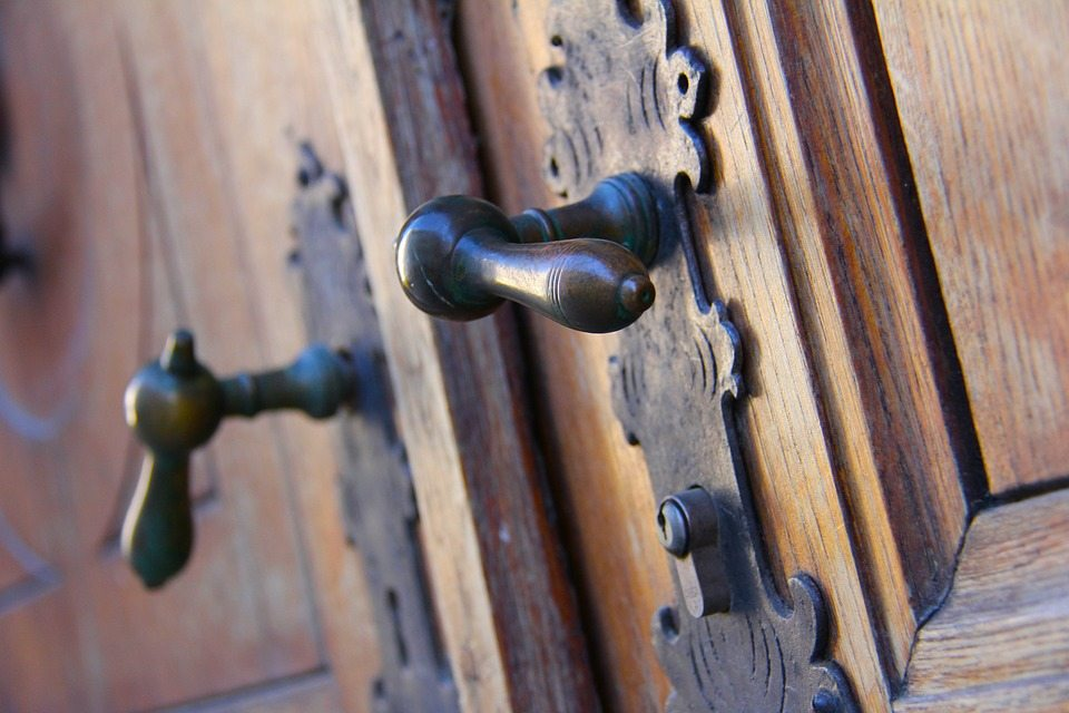 antique-door-226770_960_720