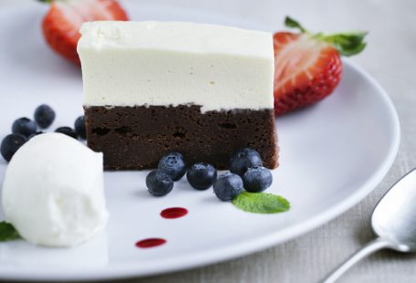 cakeslice simple with berries