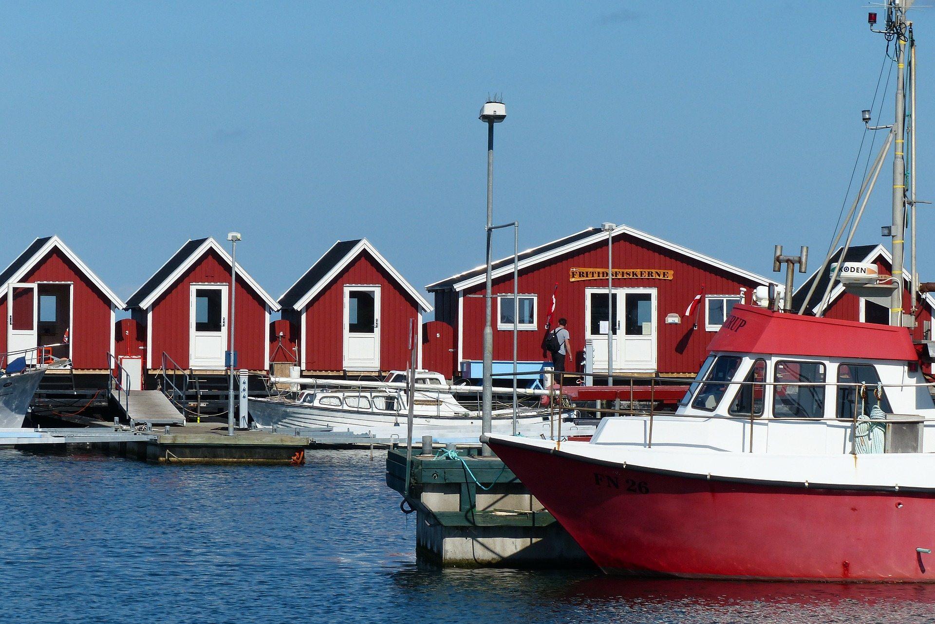 fishermens-cabins-240598_1920