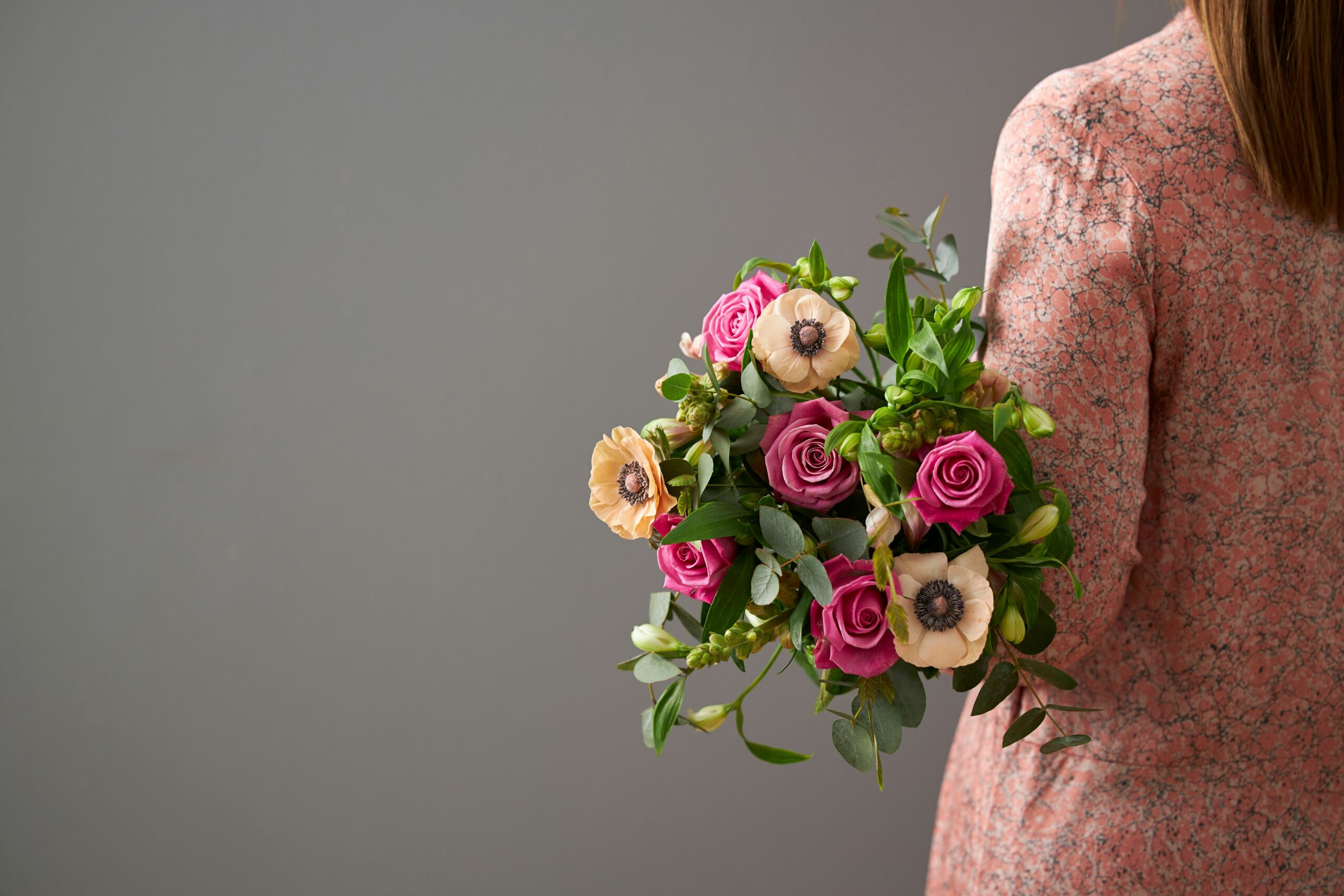 flowr grey background bouquet of pink and dustry rose flowers